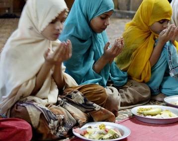 Ramadan - Islam - 2009 - Women & Girls